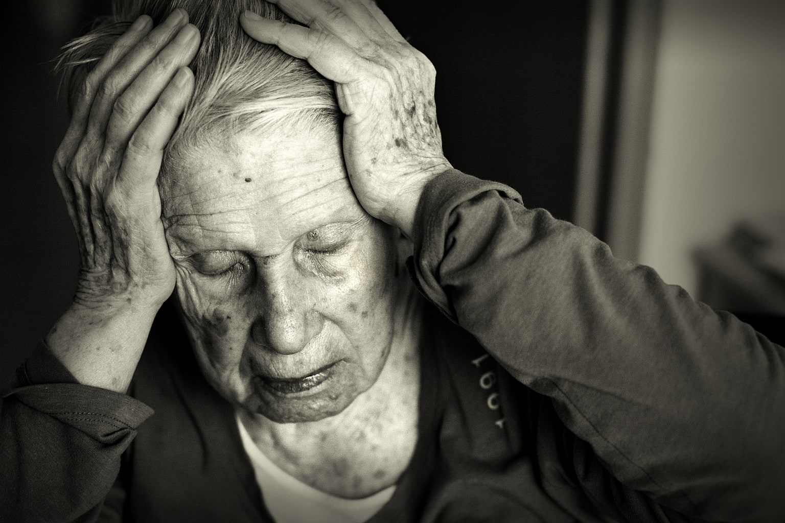 alzheimers Alzheimer's is a disease that robs people of their memory at first, people have a hard time remembering recent events, though they might easily recall things that happened years ago.